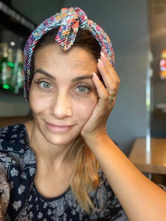 Eva Decastelo bez známky make-upu