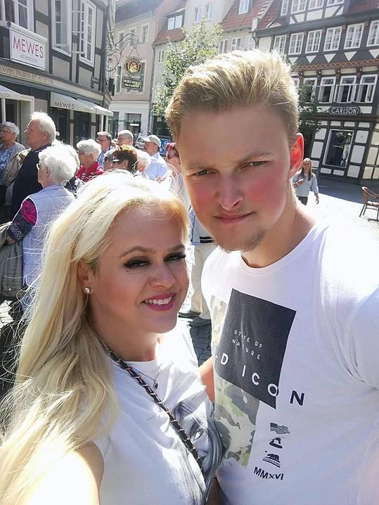 Monika Štiková žije s přítelem Petrem v Německu, kde její milý hraje hokej.