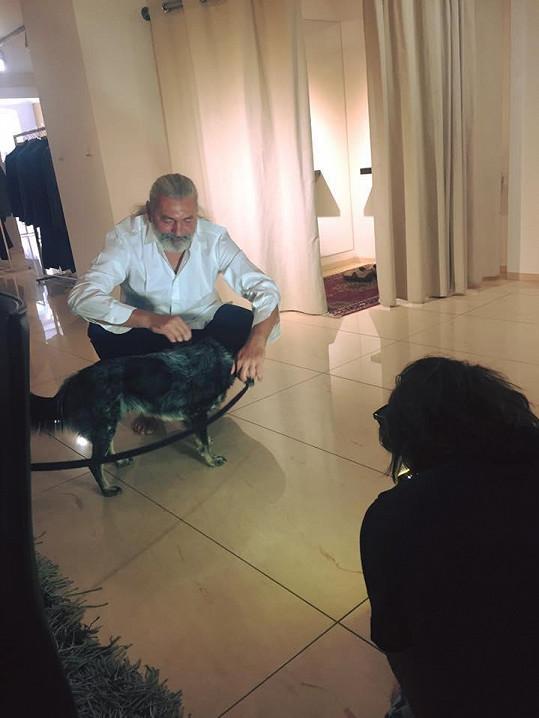 Společnost mu doma ale dělá prý jenom pes.