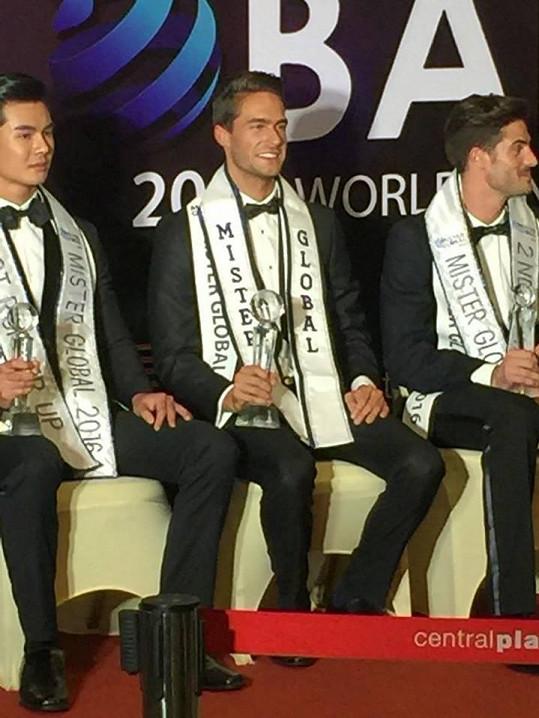 Martinka zvítězil nad druhým Thajcem a třetím Španělem.