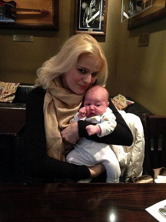 Péče o miminko jí pomohla radikálně snížit váhu.
