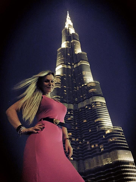 Eva je v Dubaji na roztrhání.