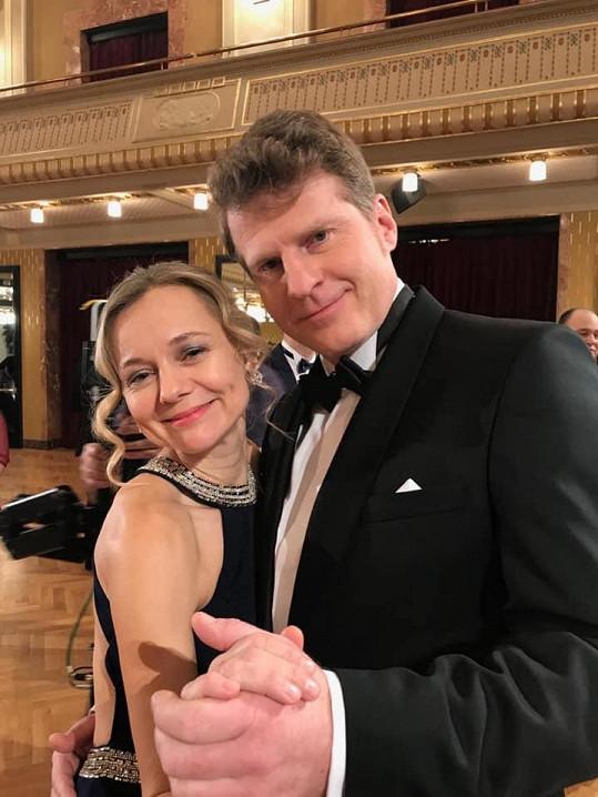Andrea Elsnerová a Petr Batěk si v seriálu Čechovi zahráli manžele.
