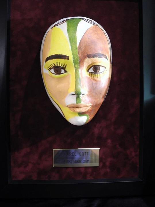 Originální maska Karla Gotta.