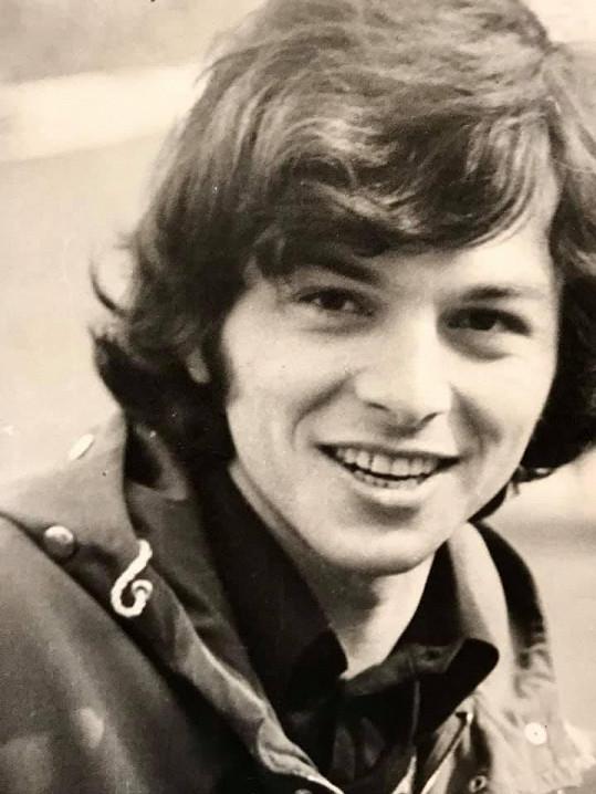 Herec se pochlubil snímky z mládí.