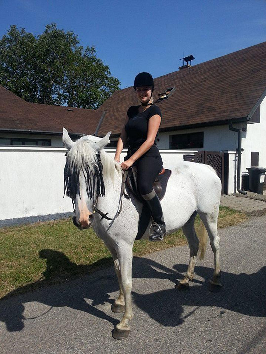 Ornella Štiková na vyjížďce na koni