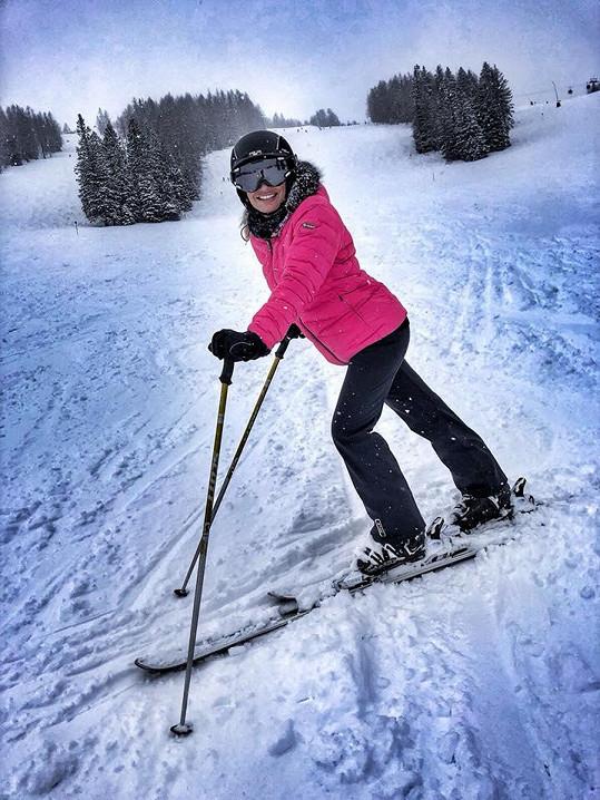 Lucie Borhyová si užívá dovolenou na horách.