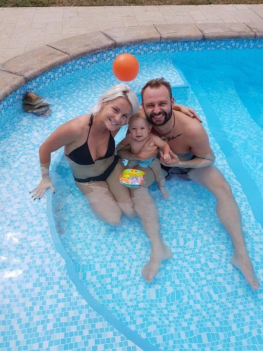 Pár má 9měsíčního syna Bertrama.