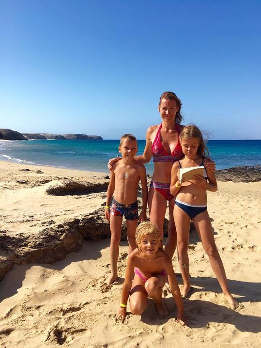 Lucie se svými dětmi ještě jako blondýnka