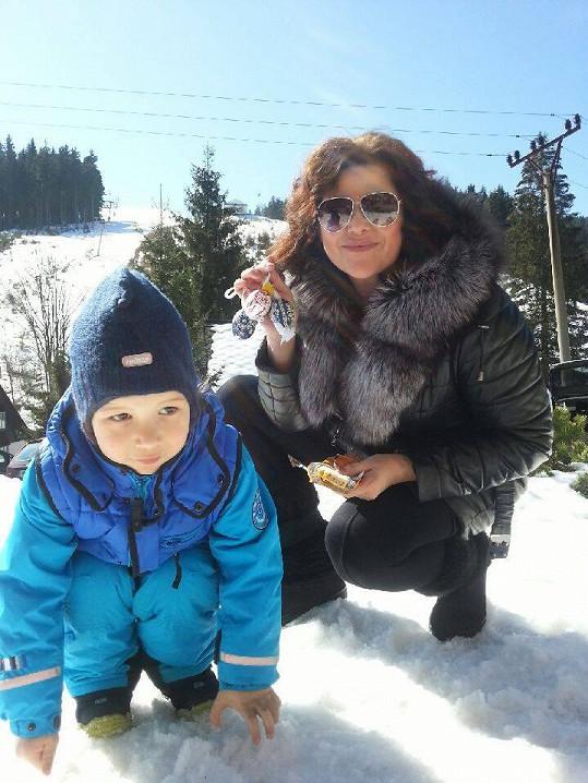 Ilona Csáková se synem Dominikem