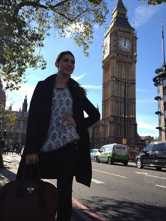 Půvabná zpěvačka byla z Londýna nadšená.
