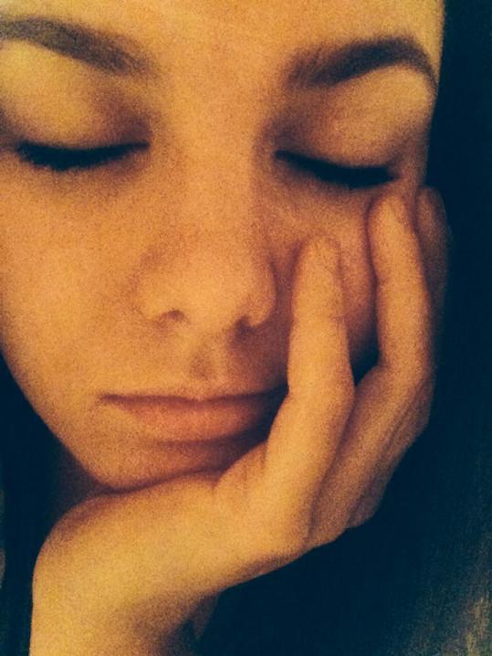 """Ewa Farna """"ležící spící"""""""