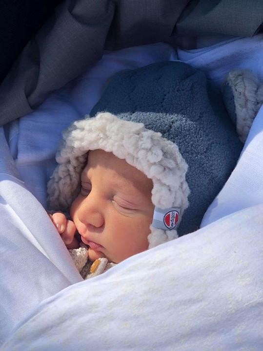 Malý Sven je prý ukázkové miminko.