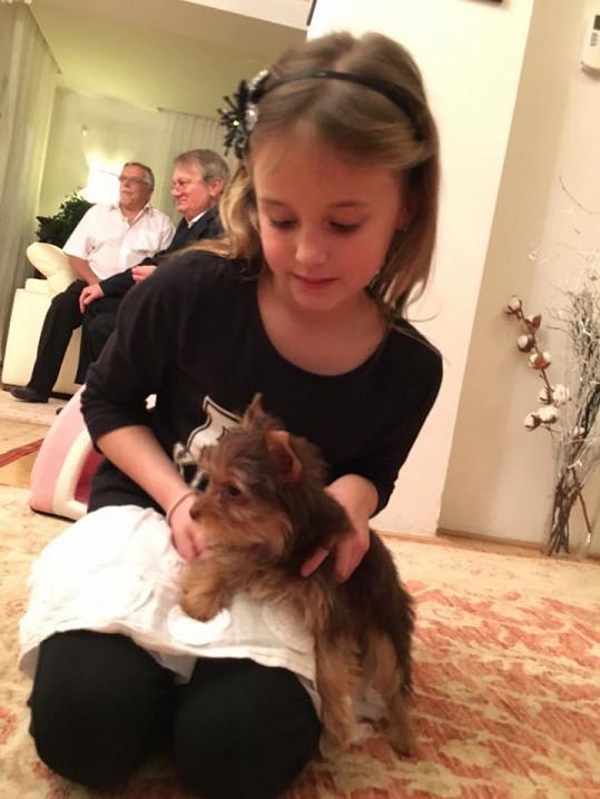 Největší radost u Adamcových udělalo štěně.