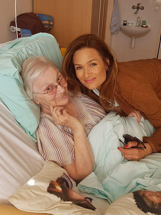 Klára s milovanou babičkou