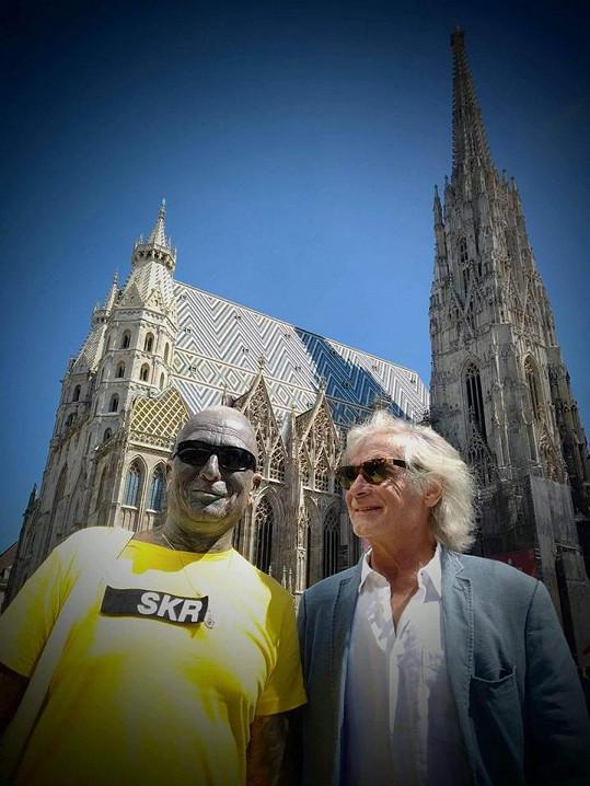 Herec už také vyrazil se skladatelem Vladimírem Franzem na summit do Vídně.