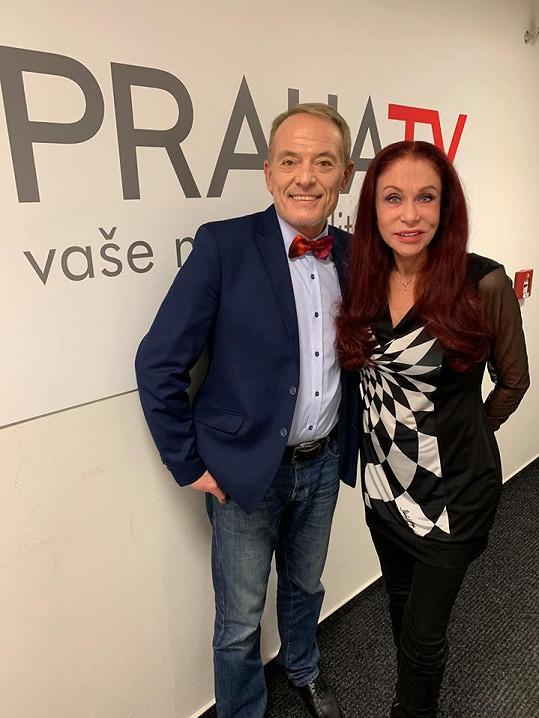 Martin Severa dělal s módní návrhářkou Blankou Matragi rozhovor pro TV Praha. Dlouholetému kamarádovi věnovala motýlka.