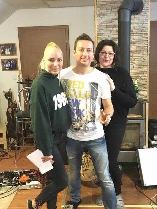 Petr Bende s Ilonou Csákovou a Markétou Konvičkovou
