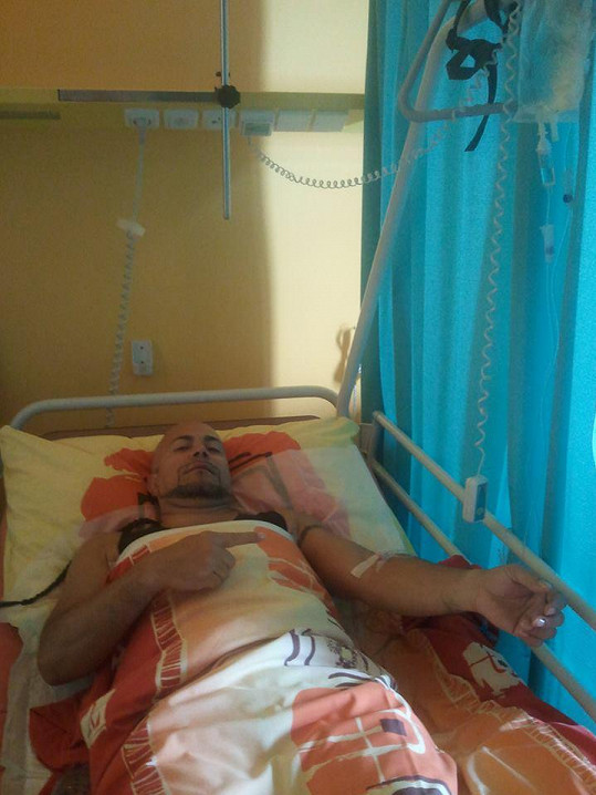Nyní je Osmany opět v nemocnici.