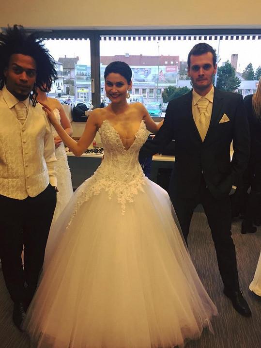 Vlaďka Erbová v odvážných svatebních šatech