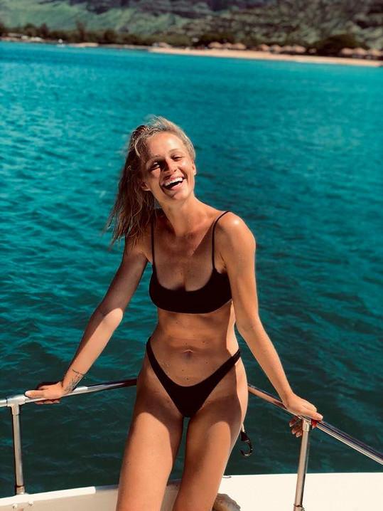 Veronika si užívá léto za oceánem.