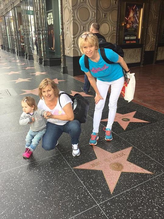 Do Los Angeles vyrazila Diana s dcerou, maminkou a budoucí tchyní.
