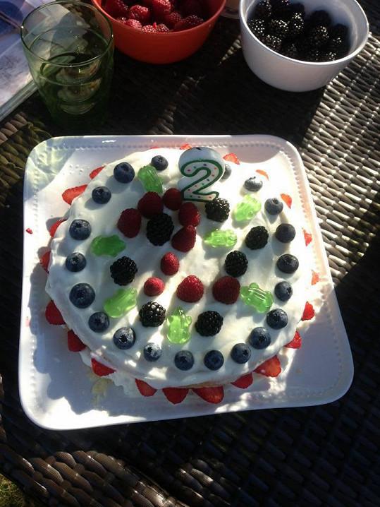 ...a od maminky Agáty dostal krásný dort...