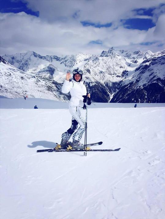 Andrea Verešová se rozloučila se zimními radovánkami jarní lyžovačkou v rakouských Alpách.