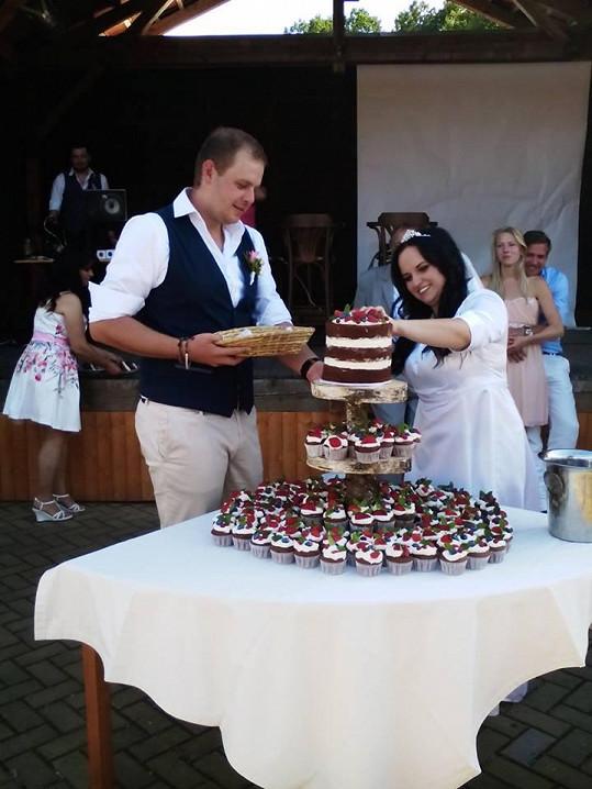 Mirka s manželem, kameramenem Martinem, na svatbě před třemi lety
