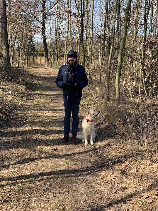 Bohouš Josef nejradějí chodí na procházky do přírody.