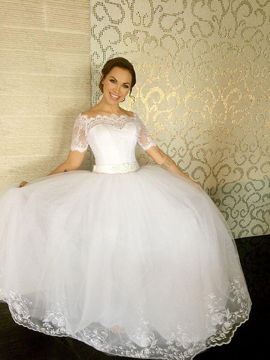 Kamila Nývltová ve svatebních šatech