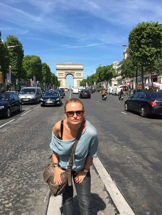 Teď se vrátila z cesty do Paříže.