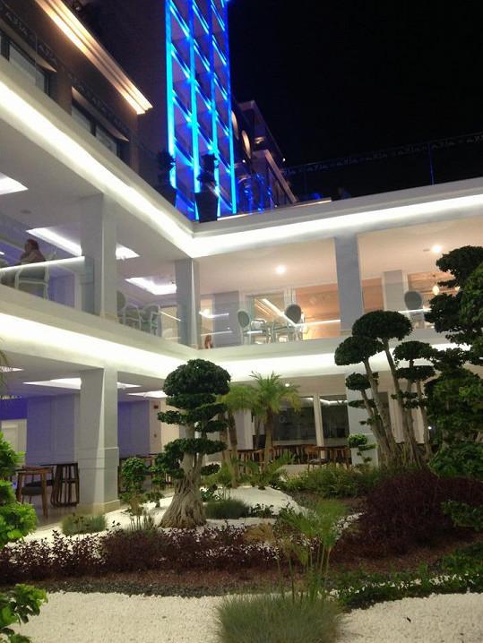 V tomto hotelu Řepkovi bydlí.