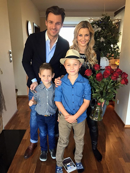 Leoš s dětmi a se svou stále ještě právoplatnou manželkou Monikou