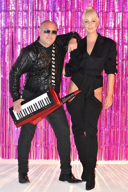 V německých hitparádách zabodovala jeho píseň s Markétou Konvičkovou.