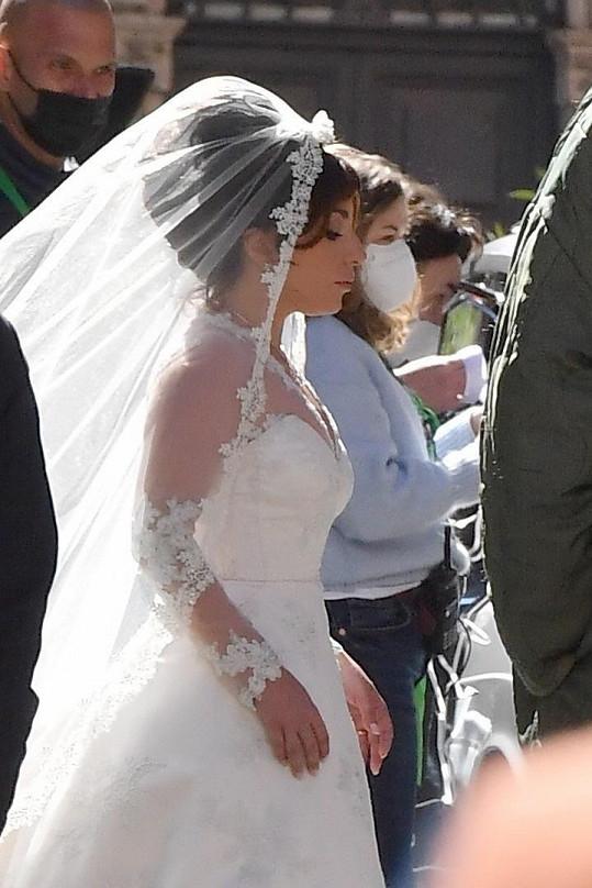 Ve svatebním jí to seklo.