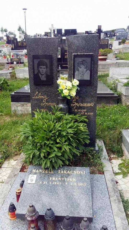Jsou na klidném hřbitůvku u Ostravy.