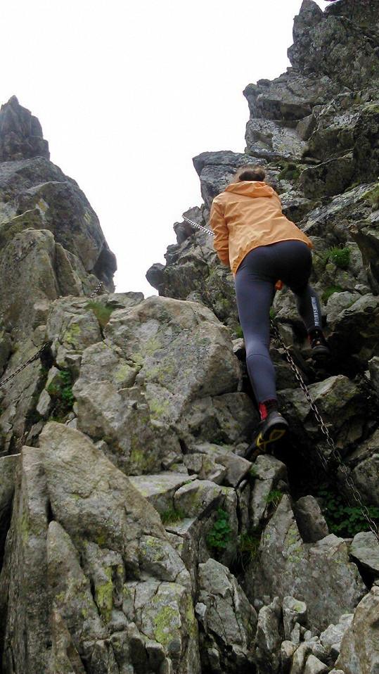 Po horách Terka pobíhala jako kamzík.