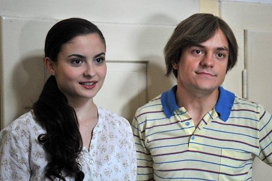 Jirka coby Petr Kovář se svou vyvolenou Eliškou, kvůli které se vrátil do svých osmnácti let.