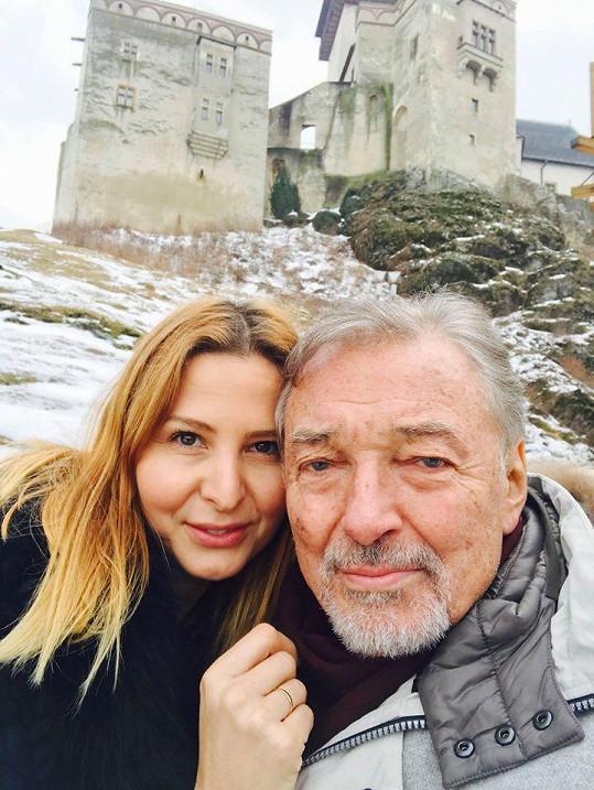 Karel Gott s manželkou Ivanou na nedávném výletě na Slovensko.