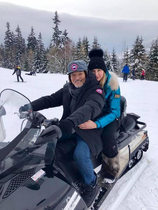 Karel Gott s manželkou Ivanou na snímku z hor