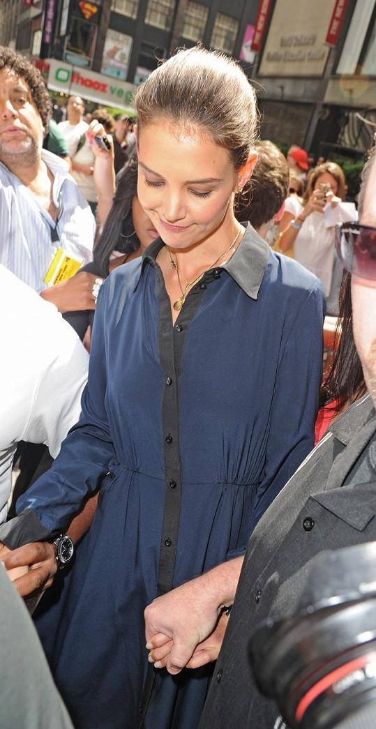 Katie Holmes ruku v ruce s bodyguardem.