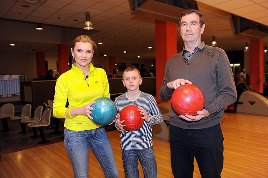 Rodinka na bowlingu.
