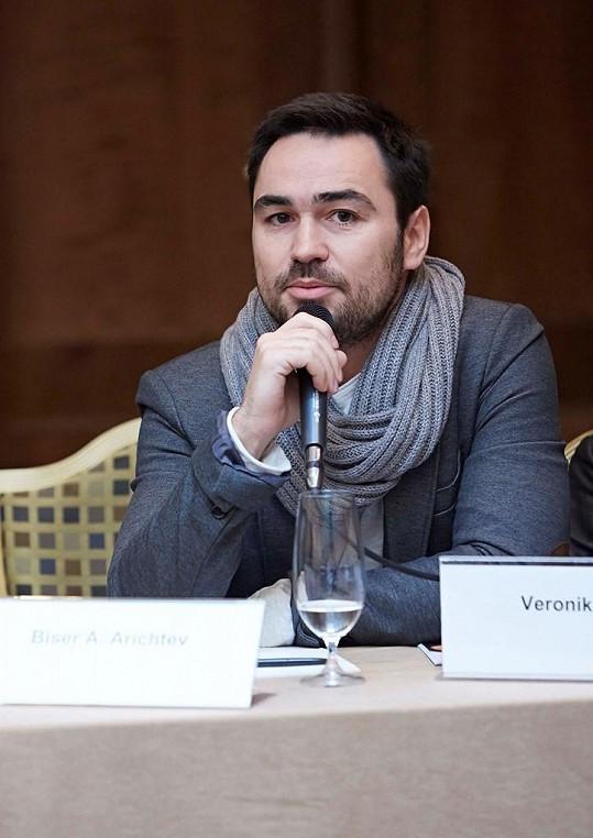 Stejně jako Vyprávěj i První republiku režíruje Biser A. Arichtev.