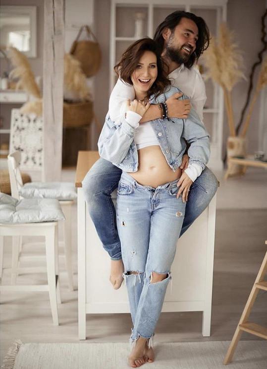 Veronika Arichteva s manželem Biserem se těší na miminko.