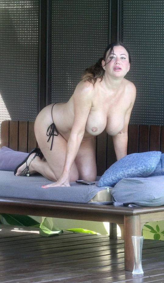 Lisa Appleton se pro změnu prsí v Thajsku.