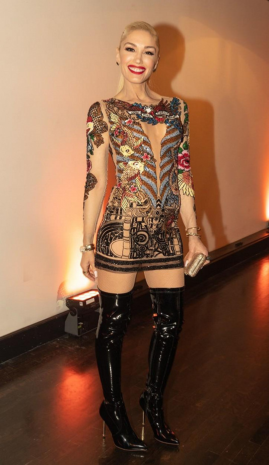 Gwen Stefani dorazila na akci v sexy minišatech.