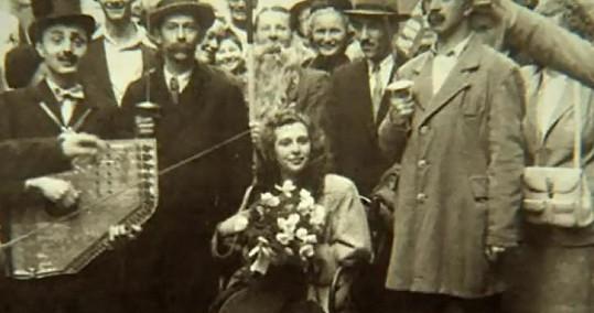 Bláznivá svatba Stelly a Miloše ve stylu Švejka.