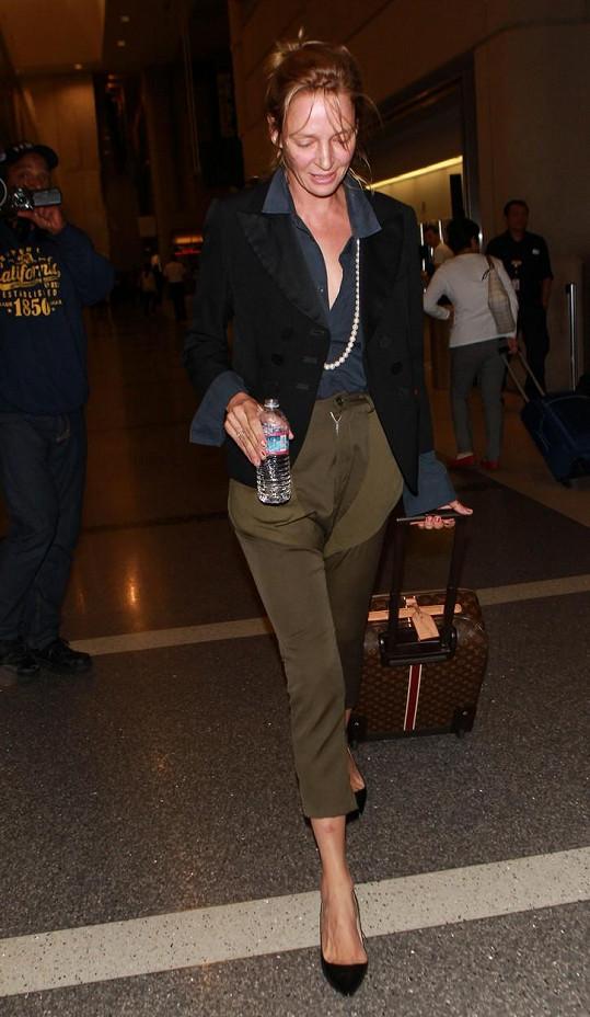Zatímco jiným herečkám přirozená tvář sluší, Uma Thurman by se raději měla líčit pokaždé, když jde ven.