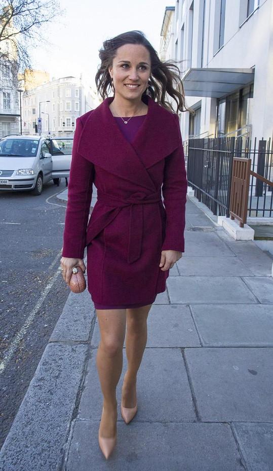 Pippa Middleton poodhalila nohy.